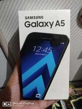 Samsung Galaxy A5 2017 ( 32 GB Storage, 3 GB RAM )
