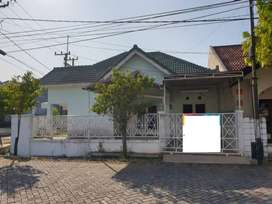 Rumah Taman Pondok Indah Hunian Ideal Pinggir Jalan, Surabaya