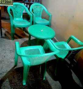 Chairs Table set in 3500 only