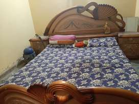 Double bed and dresser fr urgent sale