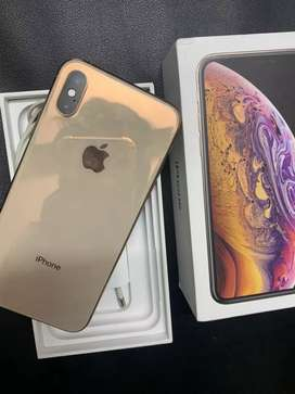 iPhone xs 64gb Gold colour 3 months old brand new condition