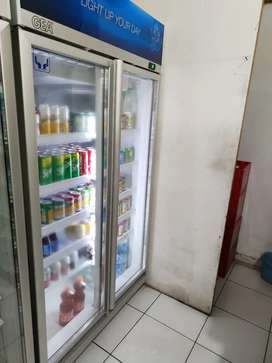 Showcase 2 pintu ,merek Gea ab 800,kondisi seperti baru