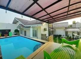 Dijual Rumah dengan Tanah Luas dan Kolam Renang di Ciputat GB 4216