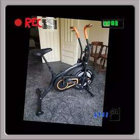 jual sepeda statis fitnes platinum bike E-9876 // treadmill orbitrek