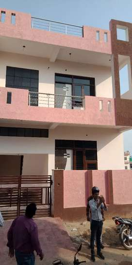 90 sq.yard Super luxurious villa very reasonable price prime location