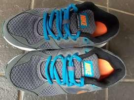 Sepatu anak preloved merk Nike