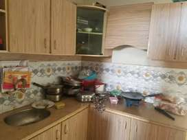 Lease Flat 10/10 condition good environment ...24 hours water or gas