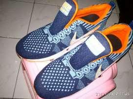 Sepatu Sneakers Reno Wanita