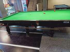 Snoker table