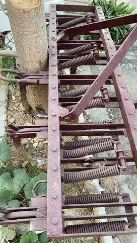 9 ploughs of tractor 265 di