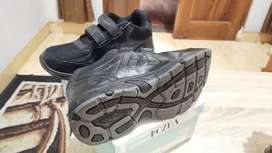 sepatu hitam ukuran 37 trekkers