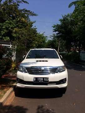 Dijual Mobil Toyota Fortuner 2.5 G A/T 2014 (Putih)