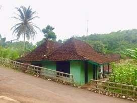 Rumah dan Pekarangan Siap Pakai Arah Pantai Gesing