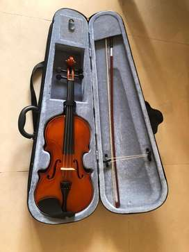 Violin 4/4 with case and bow