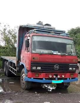 Dijual sepasang truk tronton los bak nissan dan hino