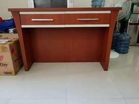 Jual 2 unit meja konsul kayu minimalis kondisi seperti baru