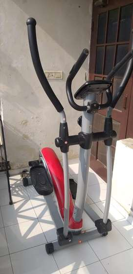 VIVO-HOME CROSS FIT TRAINER (6 MONTHS OLD)