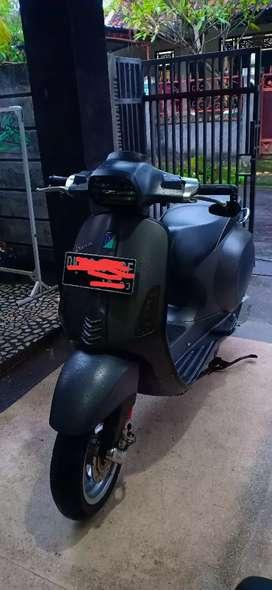 Vespa Sprint 150 Abu abu