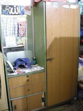 single cupboard +dressing with 2 draws and 2 slidiing cabnet