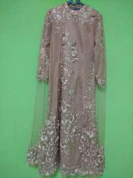 Dress mewah sekali pakai warna rose gold