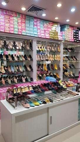 Lowongan Pegawai wanita ditoko sepatu carefour