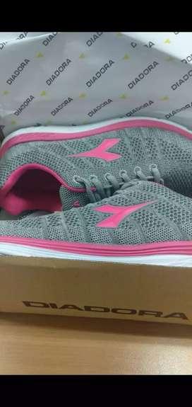 Sepatu Diadora Grey Pink