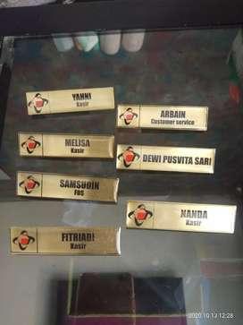 Nametag Kuningan / Akrilik, Nama dada, peniti, magnet, resin, Grafir.