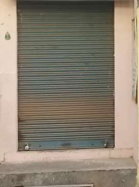 Shop for rent on road