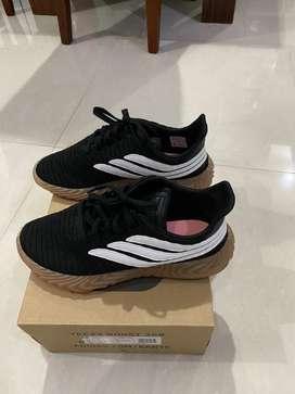 Sepatu adidas sobakov