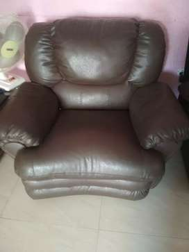 Rotating recliner sofa single seaters in very good condition for sale