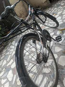 Hercules bicycle with shocker in good condition