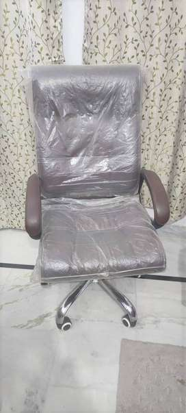 Good Quality Boss Chair with Leather Finish