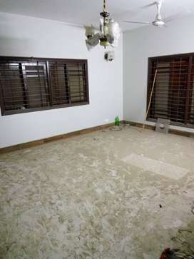 4 bed DD 2nd floor with roof at Amir Khusro Road near Kamal Park