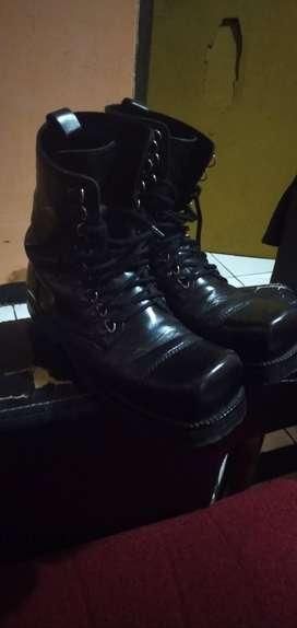 Sepatu underground custom