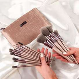 BH COSMETICS 15 PIECES BRUSH POUCH