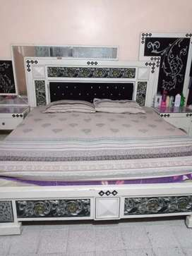 4 pcs bed set awailable in very reasonable