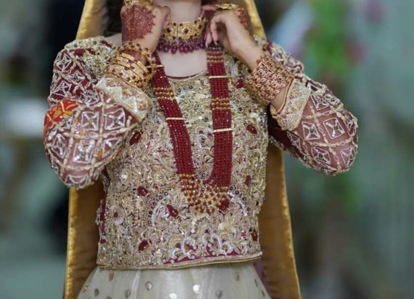 Brand new 10/10 lehnga just 2 hours wear imported work
