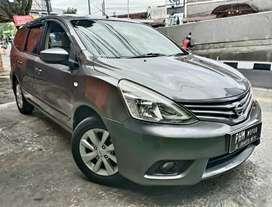 Nissan Grand Livina XV A/T Tahun 2014 Warna Abu-Abu Tua Metalik Low Km