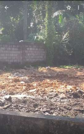 Very good plain plot with lorry site 100m from main road pettah Kim's
