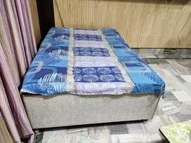 Big size diwaan with box and matress.
