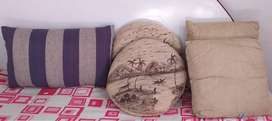 6 Pillow, 2 Round Pillow with Hand Painting & 2 Square pillow