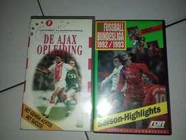 2 buah kaset vhs original  bola liat foto aja..