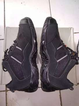 Sepatu gunung / hiking / outdoor Rei Arei Amuse ukuran 42 warna hitam