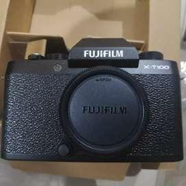 Fujifilm Mirrorless XT-100 + Lensa Kit
