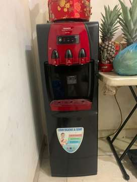 Dispenser sanken merah