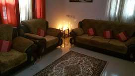 Sofa set 5 seater 5 years old