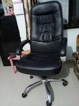 Leather Finish Full Size Revolving Chair