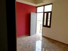 1BHK BEAUTIFUL SEMI FURNISHED FLAT AVAILABLE IN NOIDA EXTENSION