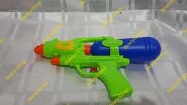 Mainan pistol air / tembakan air