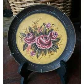 Piring antik motif mawar